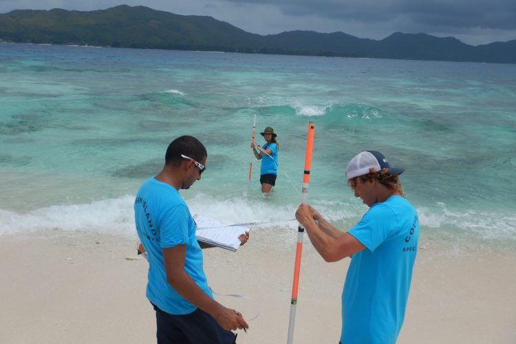 Volunteers beach profiling