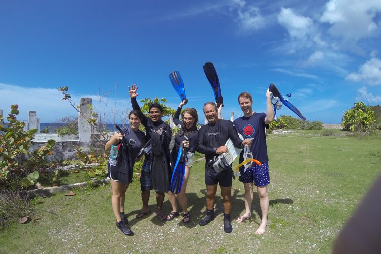 Volunteers ready for a dive
