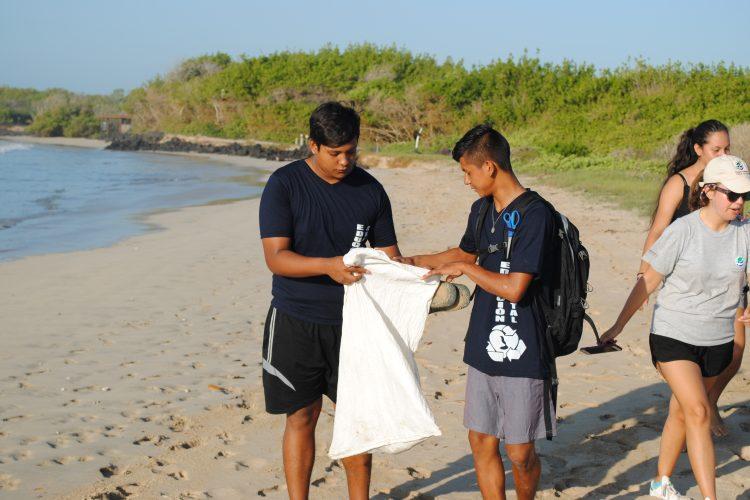 Beach cleanup volunteers in Galapagos