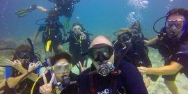 Conservation volunteers diving in the Caribbean