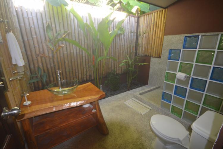 Deluxe bathroom for volunteers