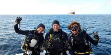 Scuba diving volunteers on boat in St Eustatius