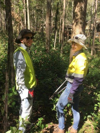 Conservation volunteers working in Australia