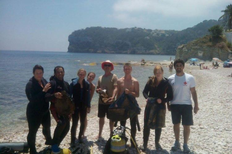 Marine conservation volunteers on the beach