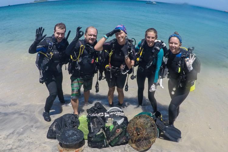 Reef buddy group of volunteers