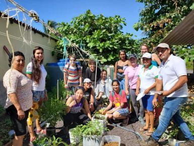 Sustainable gardening volunteers in Galapagos