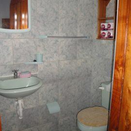 Bathroom Volunteer accommodation in Galapagos