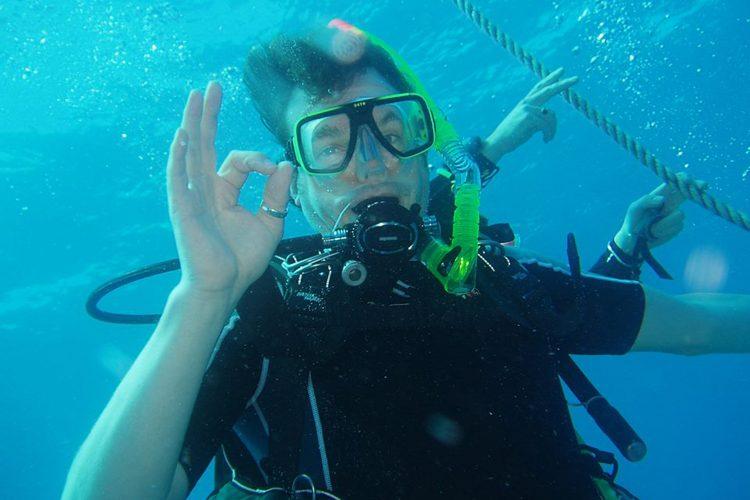 Volunteer scuba diving in St Eustatius