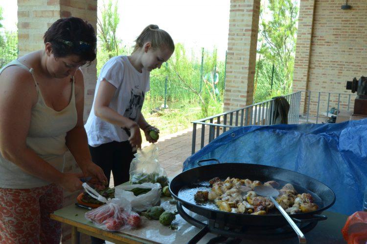 Volunteers preparing a meal in Valencia