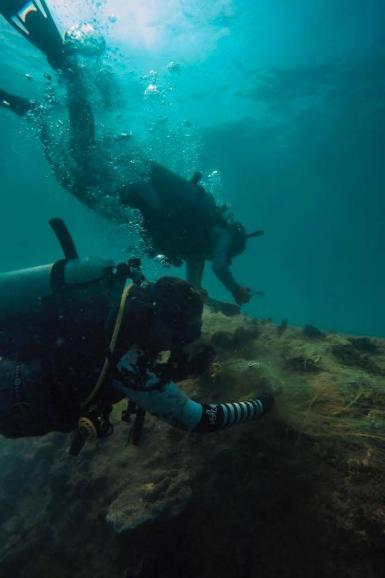 Diving interns underwater in Thailand