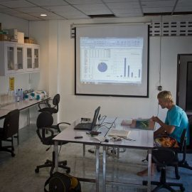 Marine research volunteer in Lab in Thailand