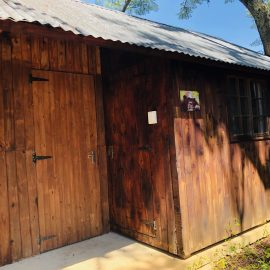 Volunteer housinng in South Africa chimp sanctuary